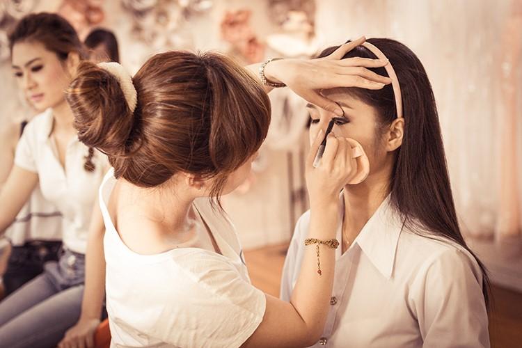 nghề trang điểm cho nữ